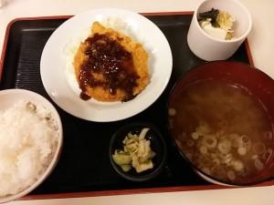 四季よしの味噌汁定食(ハムカツ)