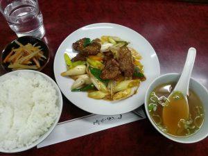 南八幡の名前のないラーメンやさんの「ネギ豚レバー炒め定食(ニンニク入り)」