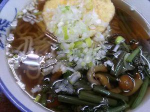 市川駅南口の鈴家のサツマイモ天ぷらと山菜の蕎麦