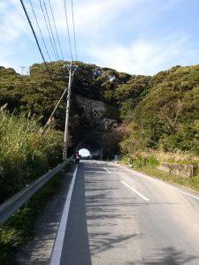いなか浜へのトンネル